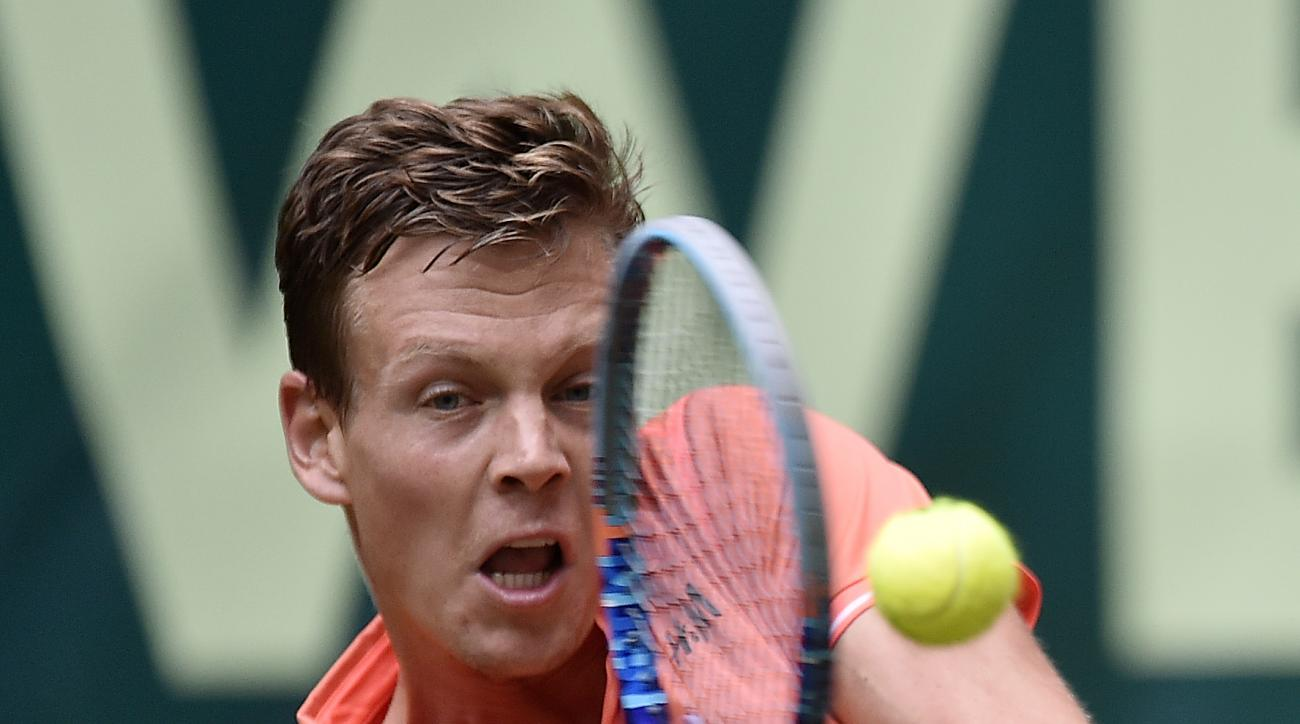 Tomas Berdych of Czech Republic returns the ball to Borna Coric of Croatia during their second round match at the Gerry Weber Open ATP tennis tournament in Halle, Germany, Wednesday, June 17, 2015. (AP Photo/Martin Meissner)