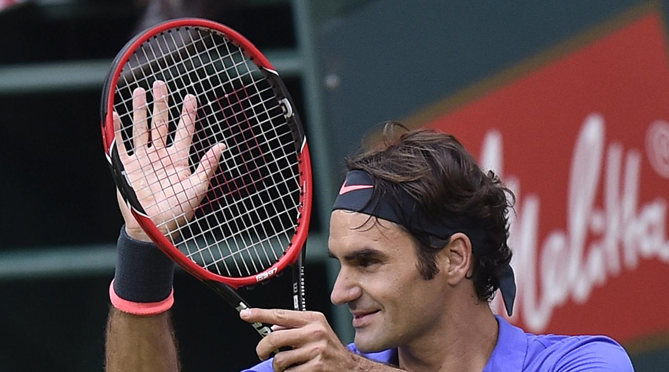 Roger Federer of Switzerland reacts to supporters after winning the quarterfinal match against Florian Mayer of Germany at the Gerry Weber Open ATP tennis tournament in Halle, Germany, Friday, June 19, 2015. (AP Photo/Martin Meissner)
