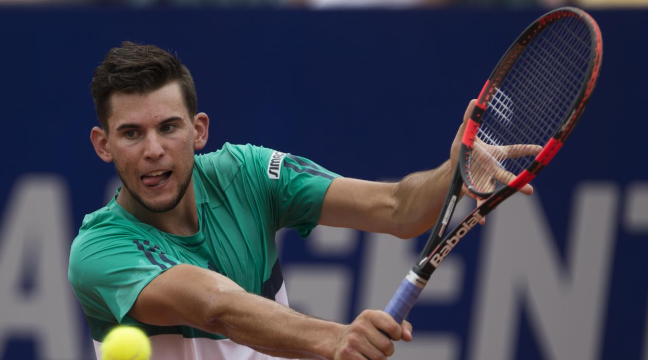 Dominic Thiem of Austria returns the ball to Rafael Nadal of Spain during the ATP Argentina Open tennis match in Buenos Aires, Argentina, Saturday, Feb. 13, 2016. (AP Photo/Ivan Fernandez)