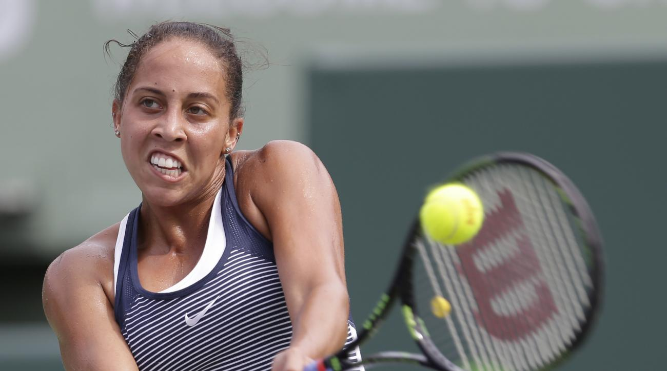 Madison Keys returns to Roberta Vinci, of Italy, during the Miami Open tennis tournament in Key Biscayne, Fla., Sunday, March 27, 2016. (AP Photo/Alan Diaz)