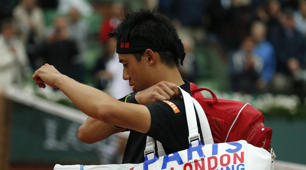 Japan's Kei Nishikori leaves the court after losing to France's Richard Gasquet during their fourth round match of the French Open tennis tournament at the Roland Garros stadium, Sunday, May 29, 2016 in Paris.  (AP Photo/Alastair Grant)