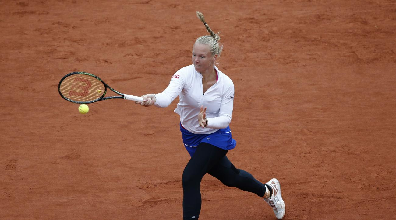 Netherlands' Kiki Bertens returns the ball in the semifinal match of the French Open tennis tournament against Serena Williams of the U.S. at the Roland Garros stadium in Paris, France, Friday, June 3, 2016. (AP Photo/Christophe Ena)