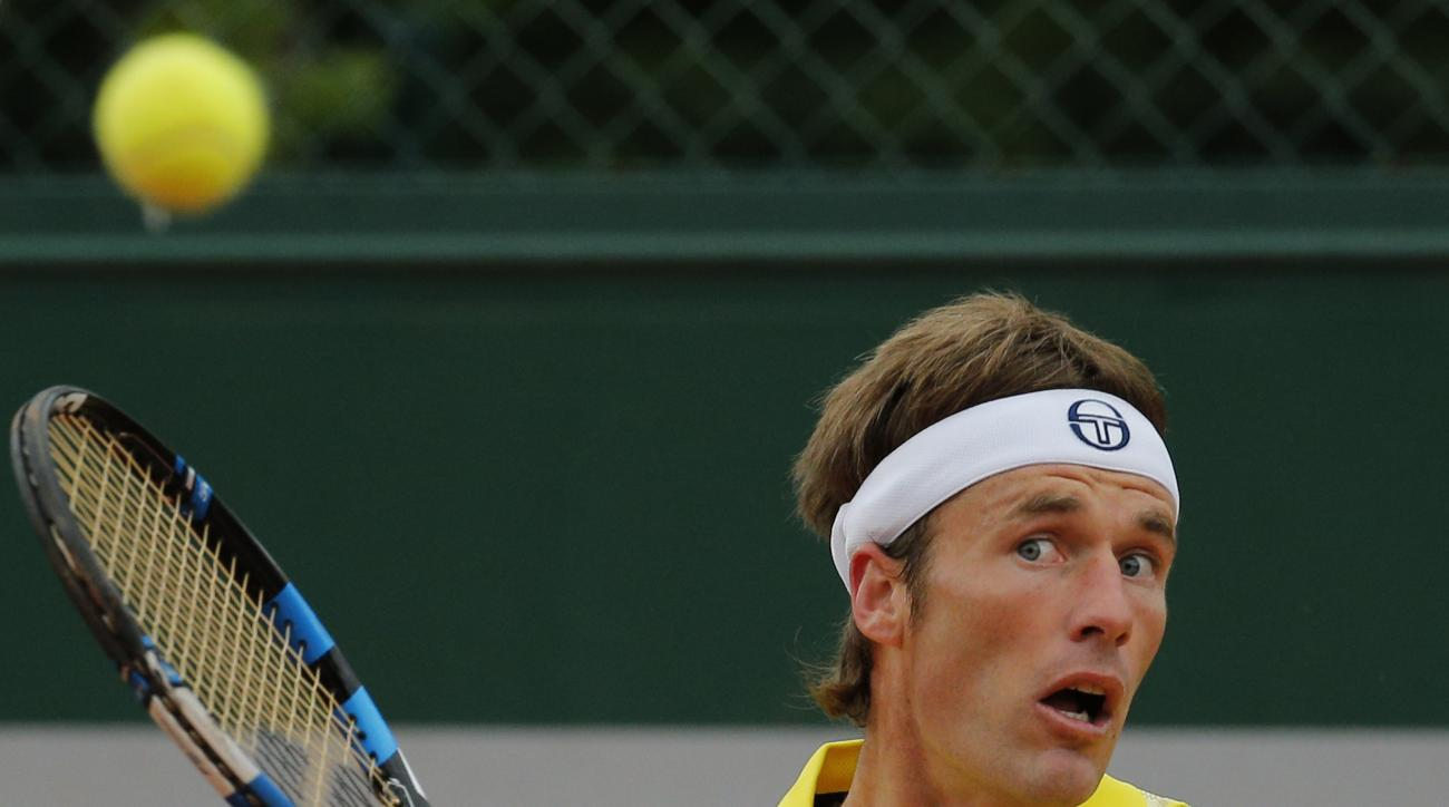 Spain's Daniel Gimeno-Traver returns in the first round match of the French Open tennis tournament against Brazil's Joao Souza at the Roland Garros stadium, in Paris, France, Tuesday, May 26, 2015. (AP Photo/Christophe Ena)