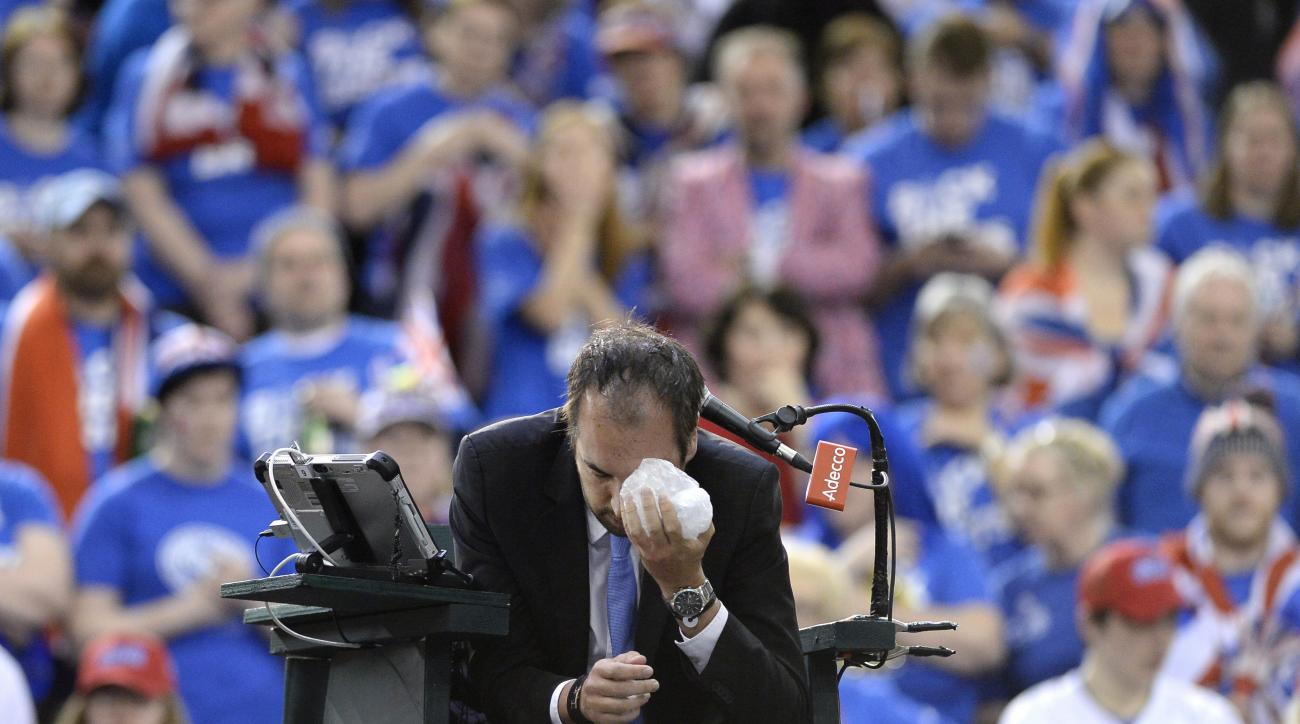 Umpire Arnaud Gabas, of France, holds ice to his face after being hit in the eye by a ball during a Davis Cup tennis mach between Canada's Denis Shapovalov and Britain's Kyle Edmund in Ottawa, Ontario, Sunday, Feb. 5, 2017. (Justin Tang/The Canadian Press
