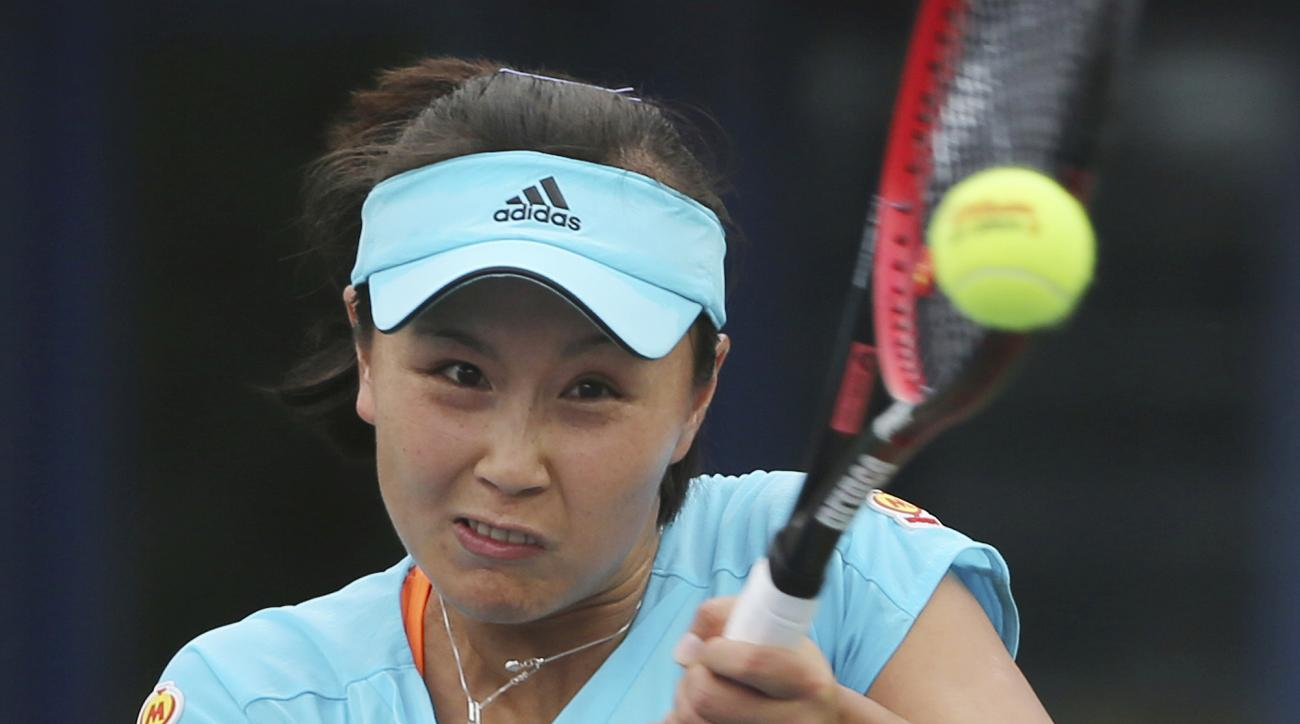 Shuai Peng of China returns the ball to Lesia Tsurenko of Ukraine during the Dubai Tennis Championships in Dubai, United Arab Emirates, Monday, Feb. 20, 2017. (AP Photo/Kamran Jebreili)