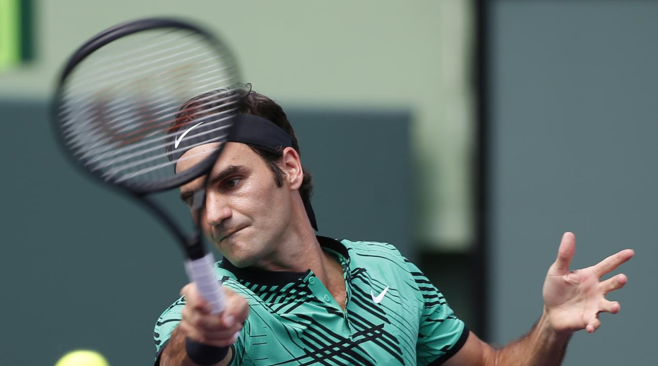 Roger Federer, of Switzerland, returns a shot from Juan Martin del Potro, of Argentina, during a tennis match at the Miami Open, Monday, March 27, 2017 in Key Biscayne, Fla. (AP Photo/Wilfredo Lee)