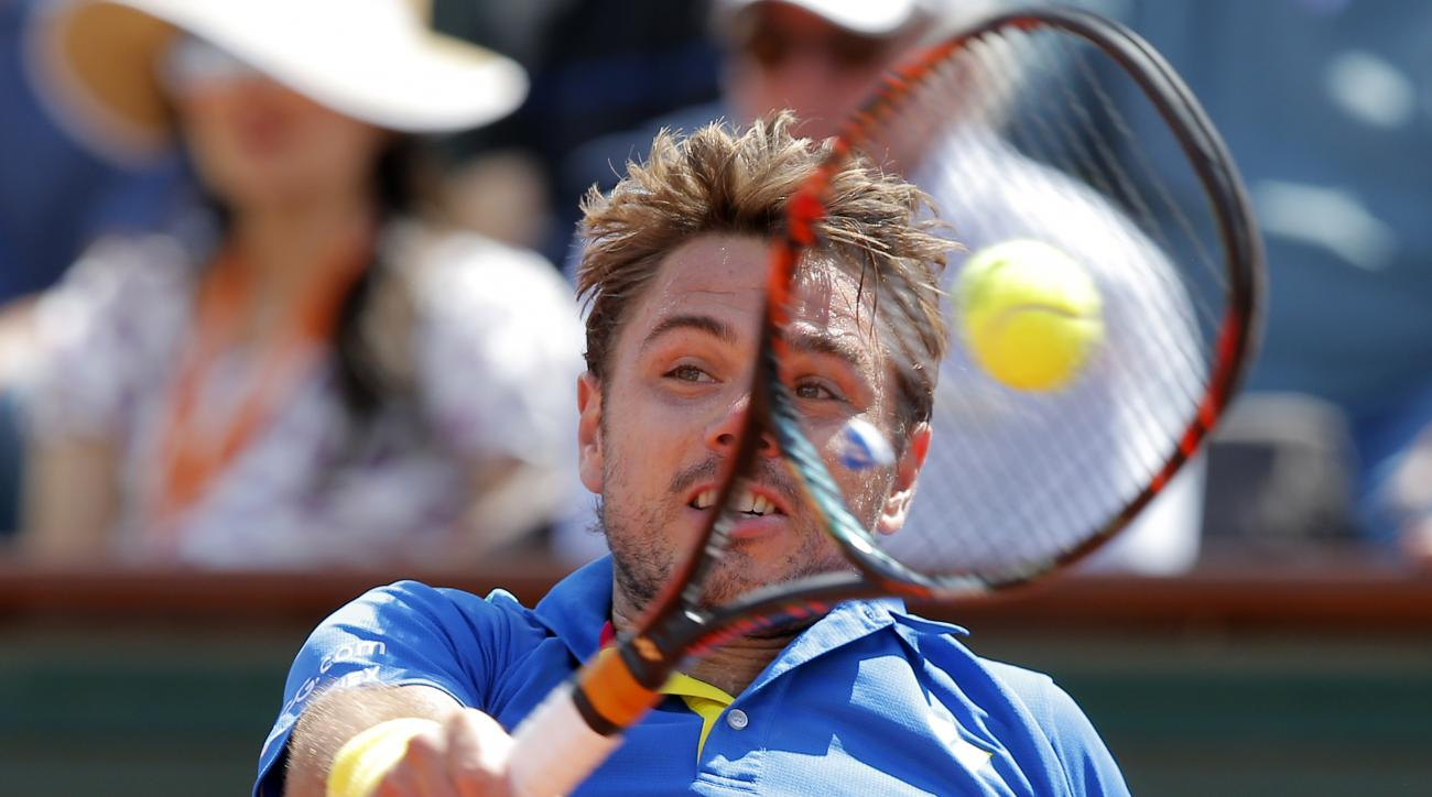 Switzerland's Stan Wawrinka backhands to Britain's Andy Murray during their semifinal match of the French Open tennis tournament at the Roland Garros stadium, Friday, June 9, 2017 in Paris. (AP Photo/Michel Euler)