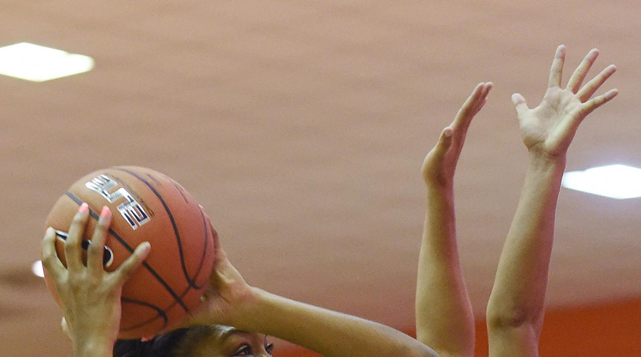 South Carolina forward Jatarie White (40) drives to the basket as Clemson guard Alexis Carter (33) defends during the first half of an NCAA college basketball game on Wednesday, Nov. 18, 2015, in Clemson, S.C. (AP Photo/Rainier Ehrhardt)