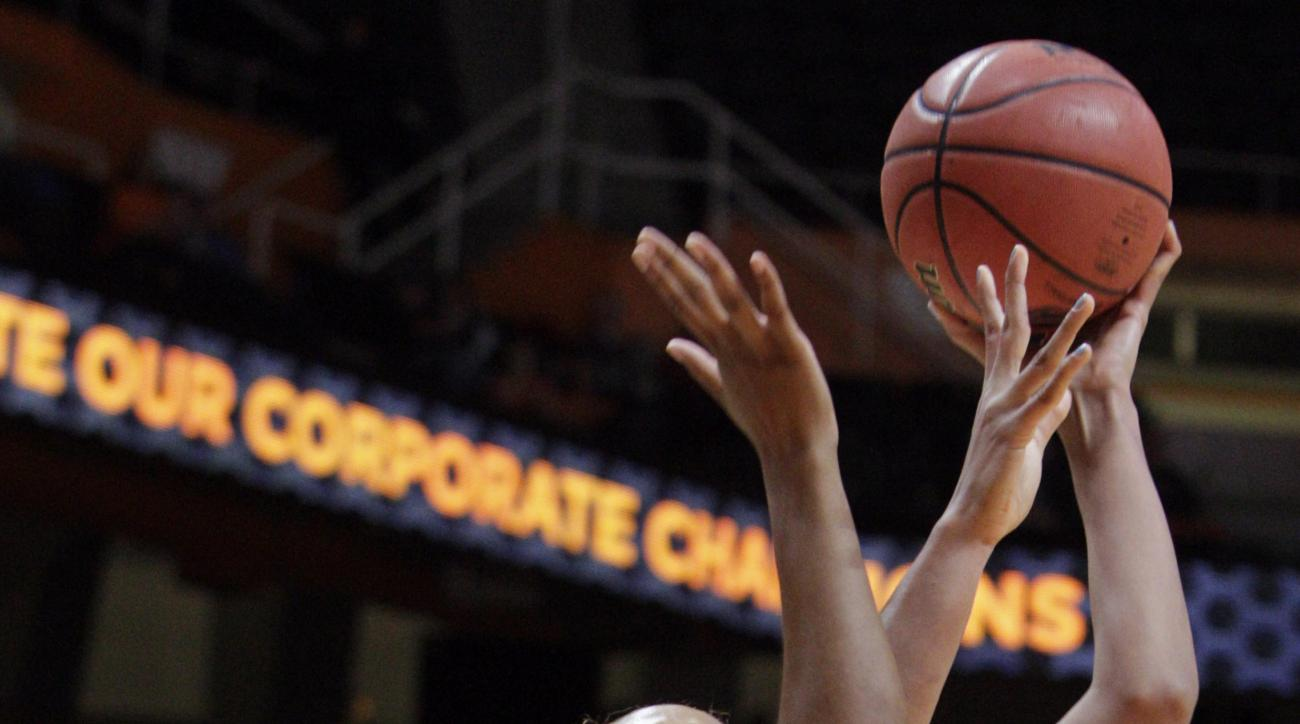 Tennessee center Mercedes Russell (21) shoots over Penn State center Ashanti Thomas (24) in the first half of an NCAA college basketball game Wednesday, Nov. 18, 2015, in Knoxville, Tenn. (AP Photo/Wade Payne)