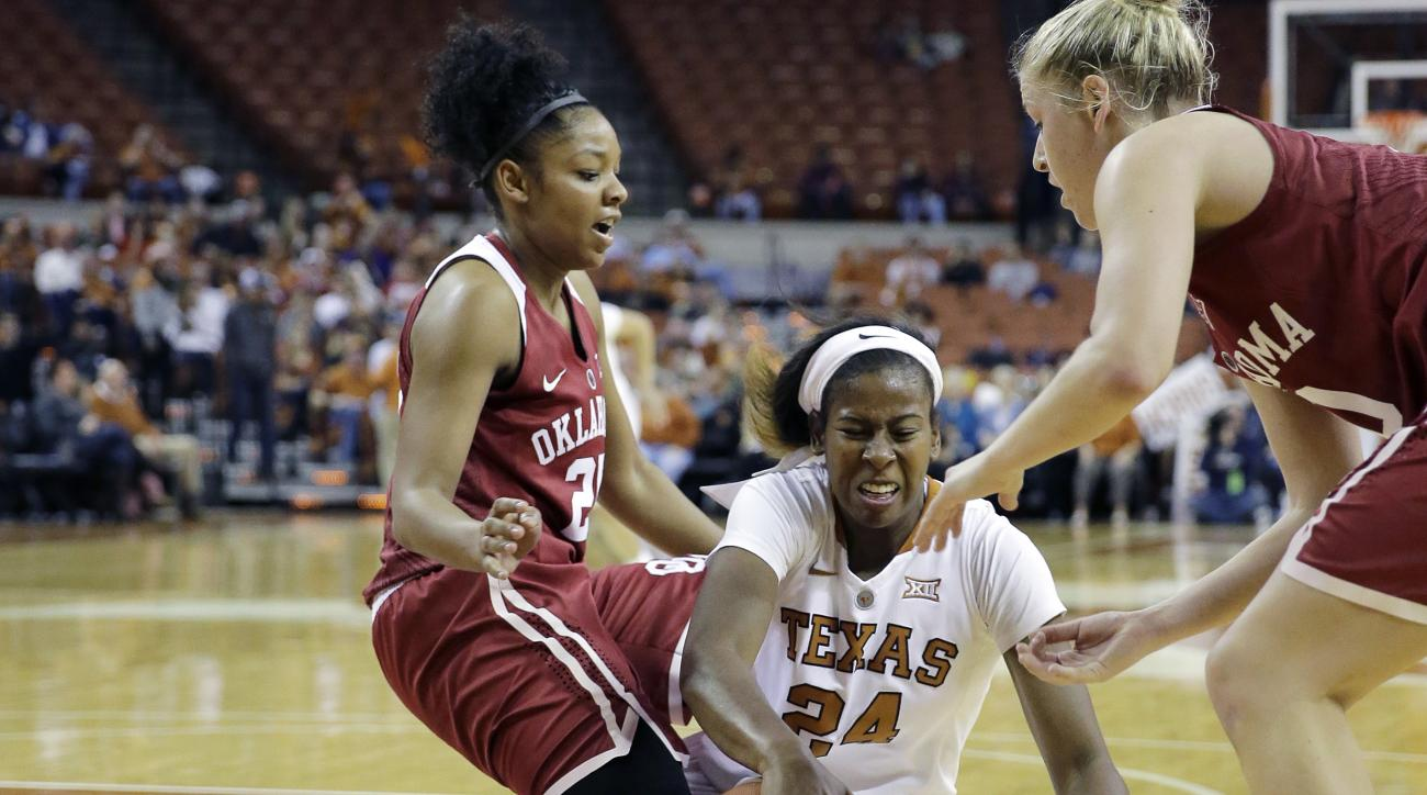 Oklahoma guard Gioya Carter, left, and guard Peyton Little (10) battle Texas guard Ariel Atkins (24) for a loose ball during the first half of an NCAA college basketball game, Saturday, Jan. 23, 2016, in Austin, Texas. (AP Photo/Eric Gay)