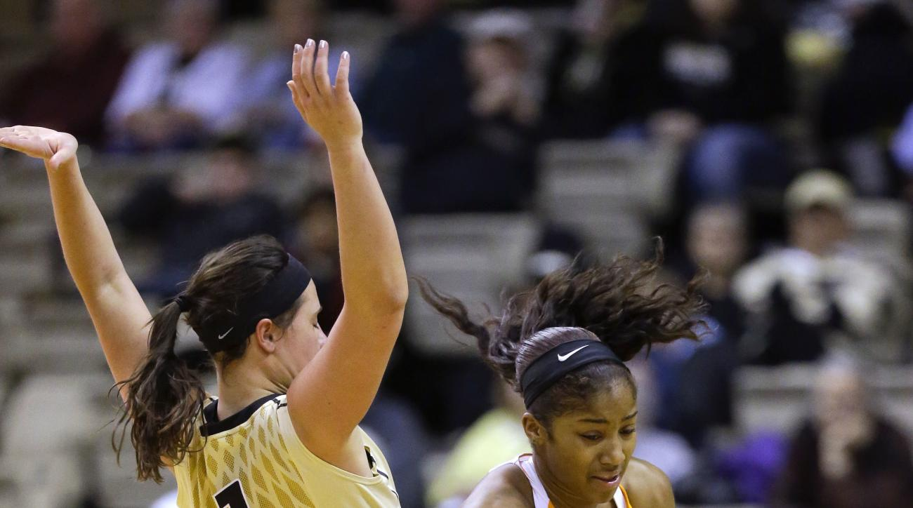 Tennessee guard Te'a Cooper, right, drives against Vanderbilt guard Rebekah Dahlman (1) in the second half of an NCAA college basketball game Thursday, Feb. 11, 2016, in Nashville, Tenn. Tennessee won 69-51. (AP Photo/Mark Humphrey)