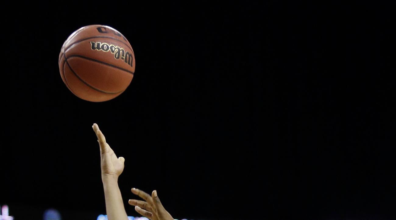 UCLA's Jordin Canada shoots in front of California's Gabby Green (33) in overtime in an NCAA college basketball game in the Pac-12 Conference women's tournament, Saturday, March 5, 2016, in Seattle. UCLA won 73-67. (AP Photo/Elaine Thompson)