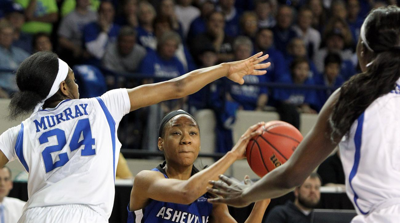 UNC Asheville's Ja'Da Brayboy, middle, looks for an opening between Kentucky's Taylor Murray, left, and Evelyn Akhator during a first-round women's college basketball game in the NCAA Tournament in Lexington, Ky., Saturday, March 19, 2016. (AP Photo/James