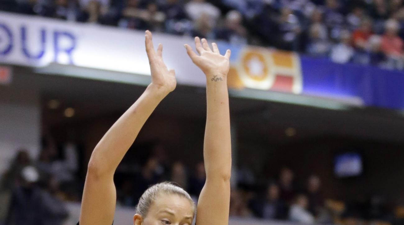 Syracuse's Cornelia Fondren (11) shoots against Washington's Katie Collier (13) during the second half of a national semifinal game at the women's Final Four in the NCAA college basketball tournament Sunday, April 3, 2016, in Indianapolis. (AP Photo/Micha