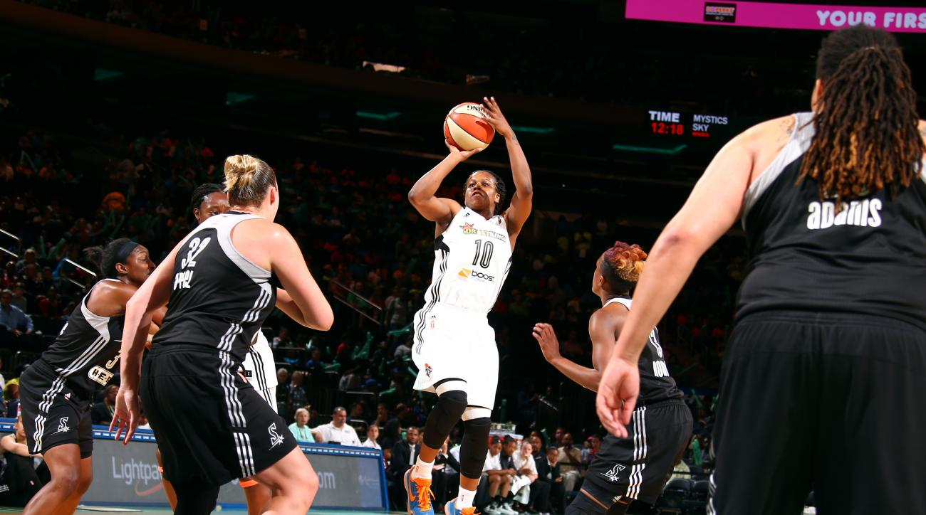 NEW YORK, NY - JULY 15: Epiphanny Prince #10 of the New York Liberty shoots against the San Antonio Stars on July 15, 2015 at Madison Square Garden in New York City, NY. (Photo by Nat Butler/NBAE via Getty Images