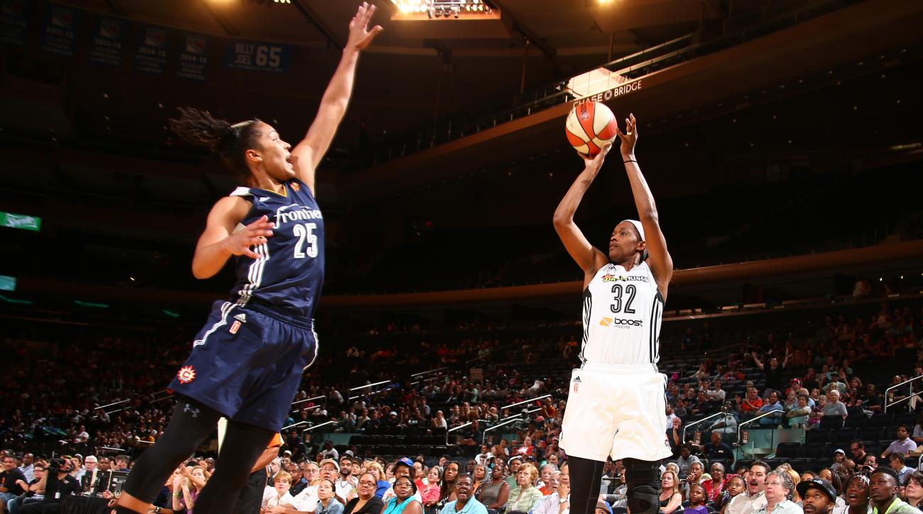 NEW YORK, NY - JULY 16: Swin Cash #32 of the New York Liberty shoots against Alyssa Thomas #25 of the Connecticut Sun during the game on July 16, 2015 at Madison Square Garden, New York City , New York.  (Photo by Nathaniel S. Butler/NBAE via Getty Images