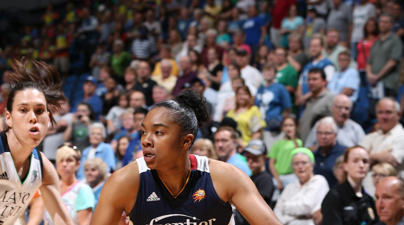 MINNEAPOLIS, MN - JULY 22: Alex Bentley #20 of the Connecticut Sun drives against the Minnesota Lynx on July 22, 2015 at Target Center in Minneapolis, Minnesota. (Photo by David Sherman/NBAE via Getty Images)