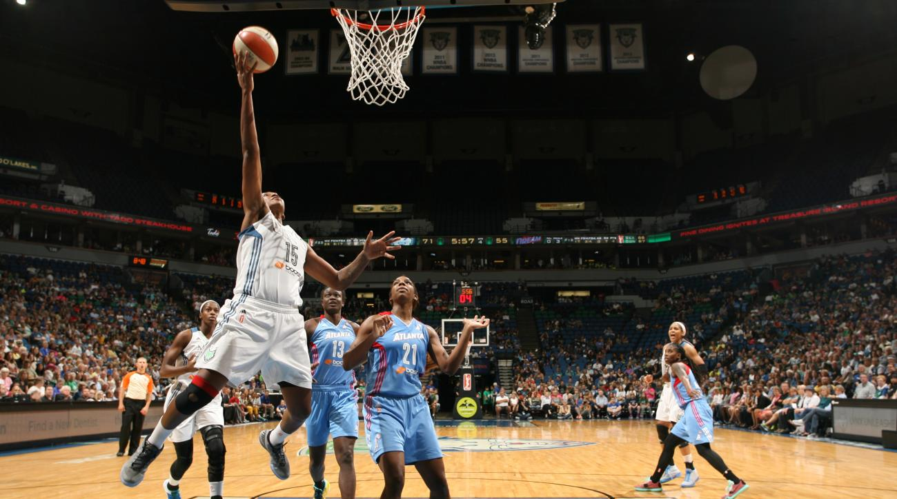 MINNEAPOLIS, MN - JULY 31:  Asjha Jones #15 of the Minnesota Lynx goes to the basket against the Atlanta Dream on July 31, 2015 at Target Center in Minneapolis, Minnesota. (Photo by David Sherman/NBAE via Getty Images)