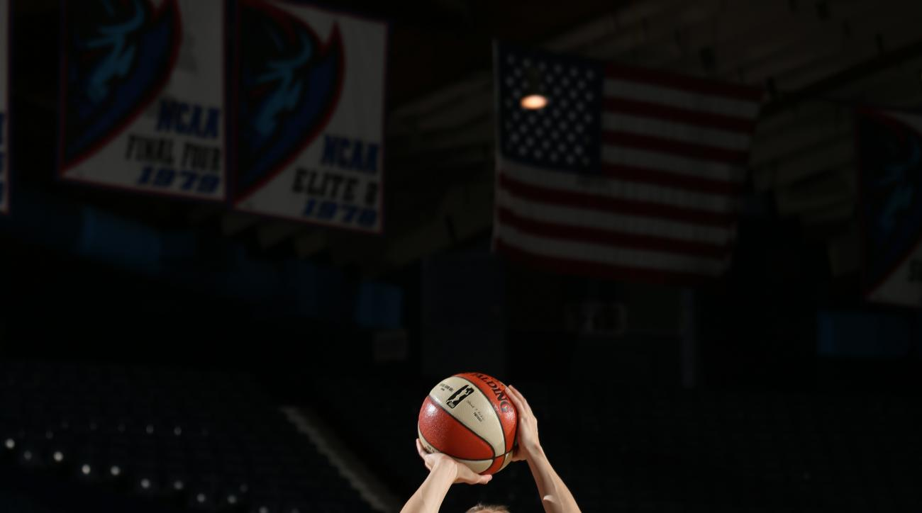 ROSEMONT, IL - SEPTEMBER 6: Allie Quigley #14 of the Chicago Sky shoots the ball against the Seattle Storm on September 6, 2015 at Allstate Arena in Rosemont, Illinois. (Photo by Gary Dineen/NBAE via Getty Images)