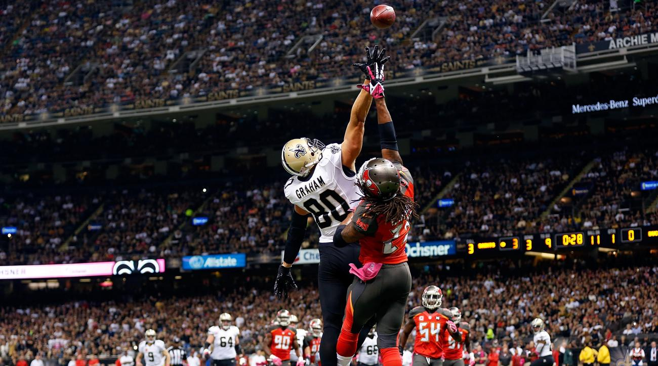 New Orleans Saints TE Jimmy Graham left Sunday's game with a shoulder injury.