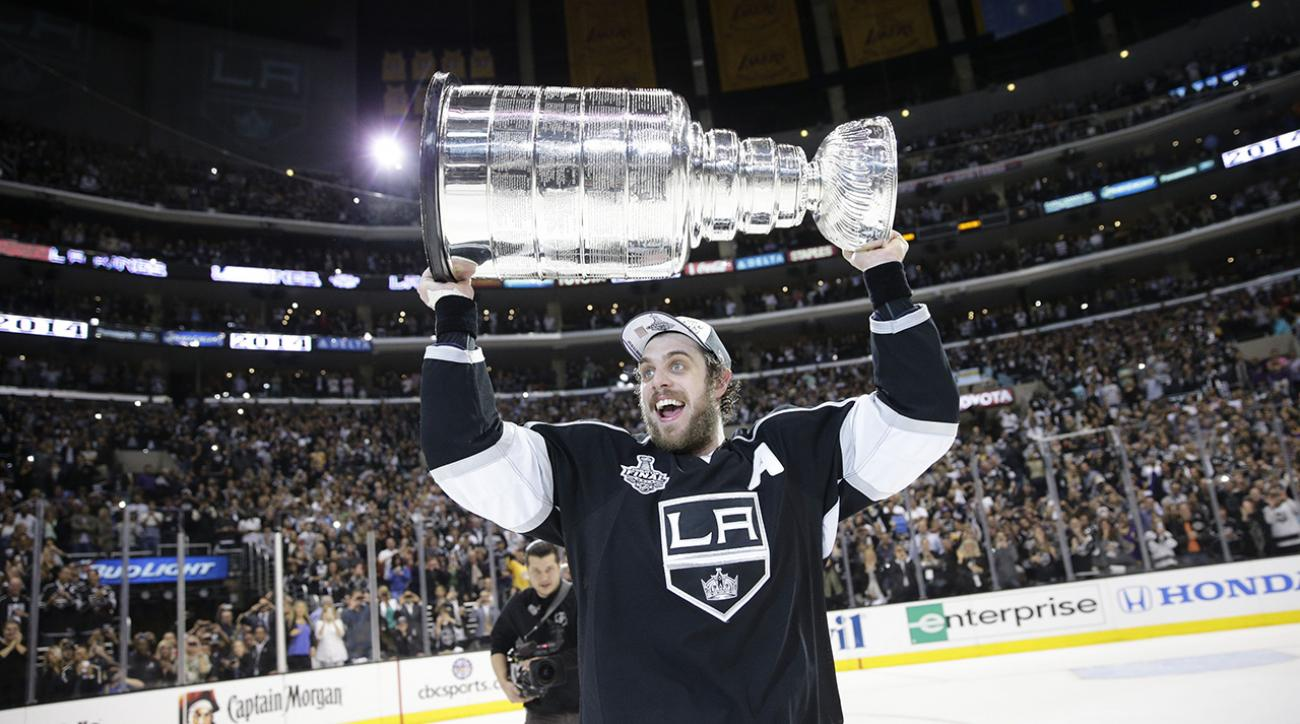 la kings raise stanley cup banner
