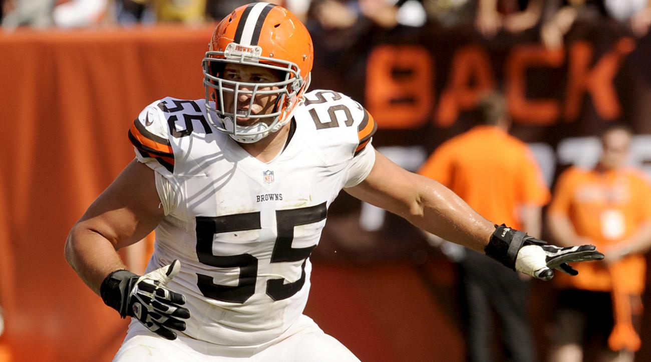 alex mack leaves game with leg injury