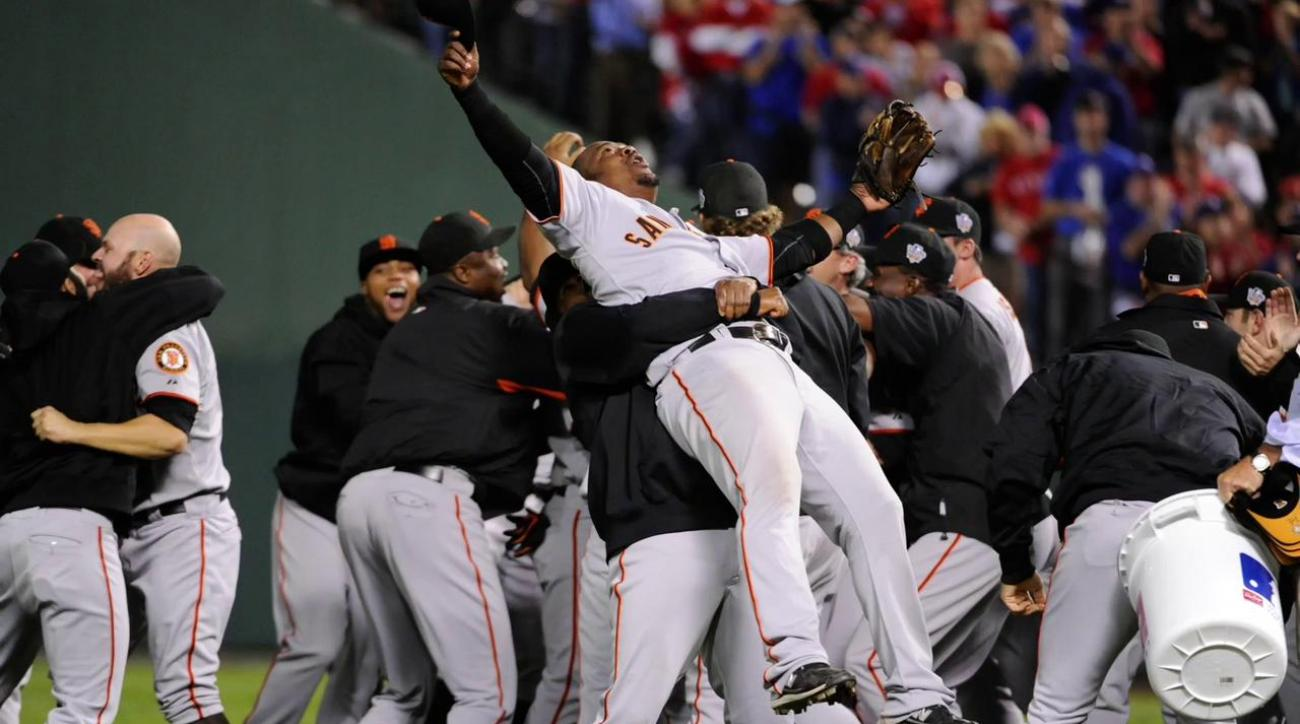giants and royal start world series tuesday