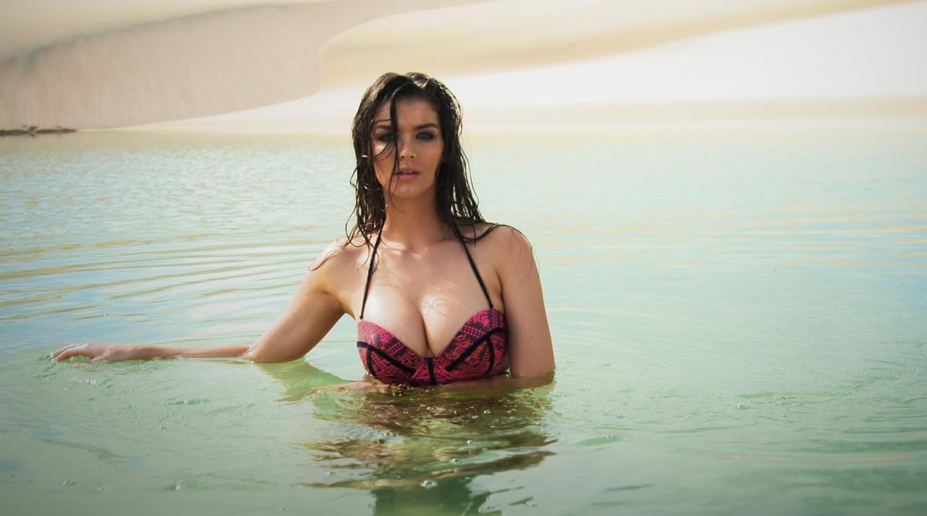 Natasha Barnard's Sexy Outtakes (image)