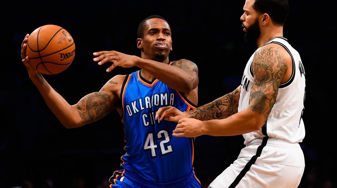 Knicks waive Lou Amundson, Lance Thomas, Alex Kirk