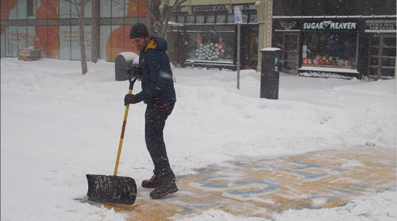 Man shovels out Boston Marathon finish line after snow storm, offered race spot