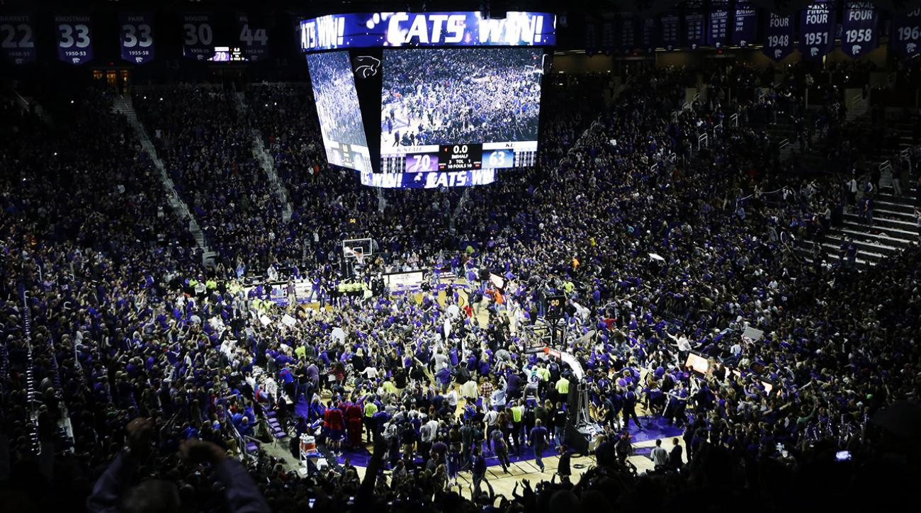 Watch: Dangerous court storming after Kansas State upset