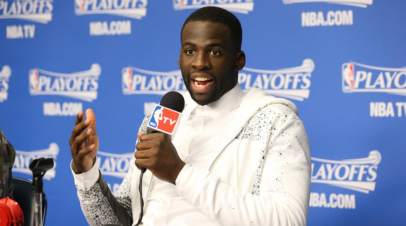 Draymond Green asks question, Stephen Curry cracks up