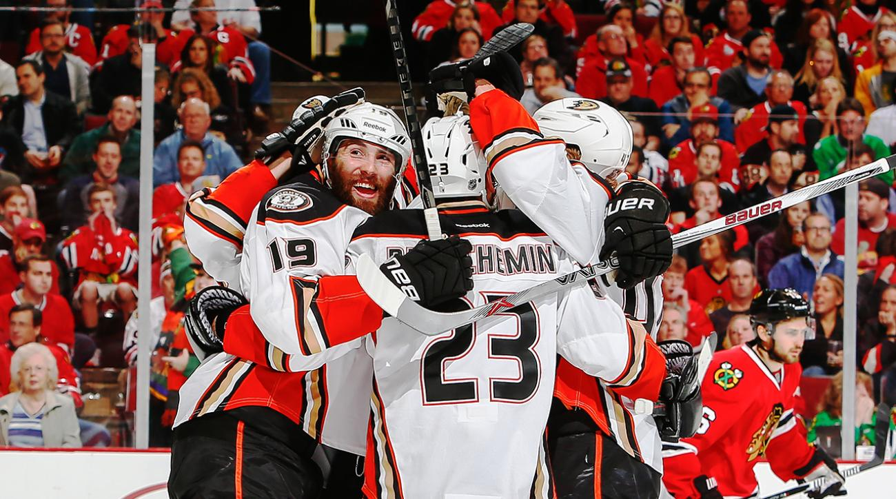 Anaheim Ducks defeat Chicago Blackhawks