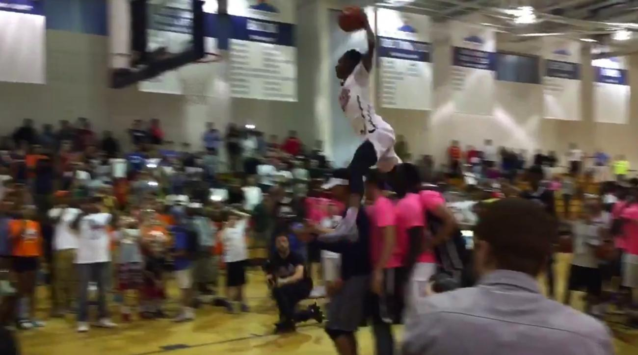 unlv-derrick-jones-jumps-four-people-monster-dunk