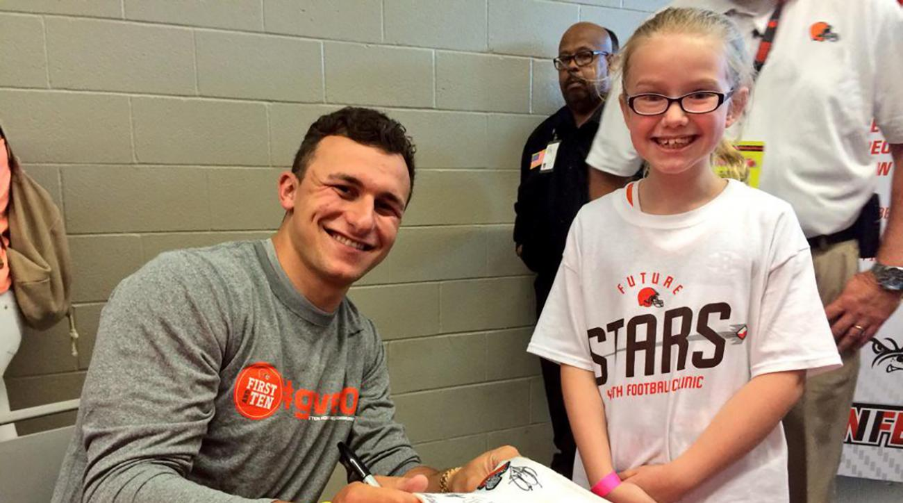 johnny-manziel-signs-baby-cleveland-browns