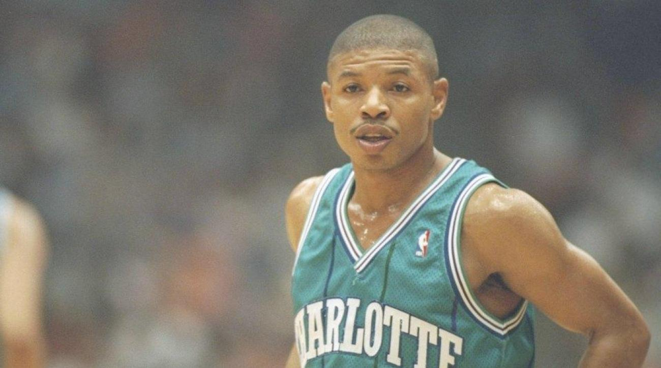 Watch: Young Stephen Curry get an airplane ride from Muggsy Bogues
