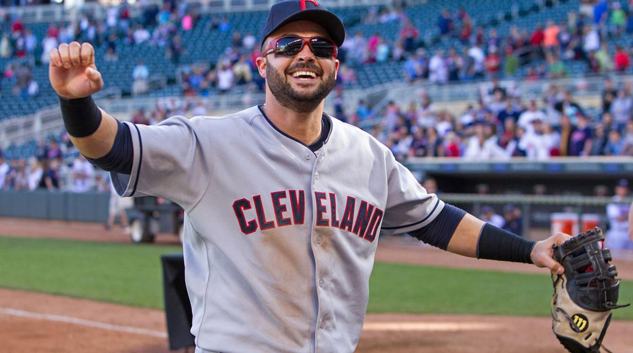 Braves acquire oufielders Nick Swisher, Michael Bourn from Indians