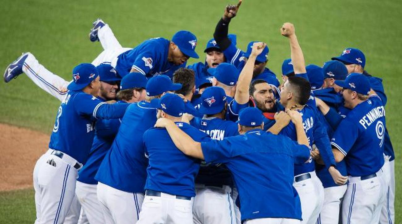 Blue Jays beat Rangers 6-3 in Game 5, advance to ALCS