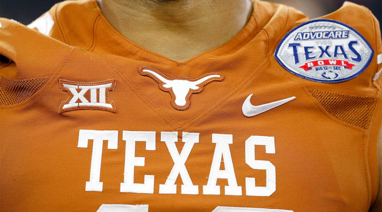 Texas reaches record 15-year deal, remains with Nike