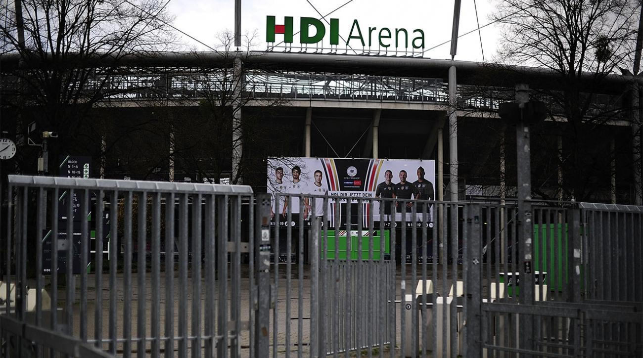 Traveling fans banned from French soccer matches after attacks IMAGE