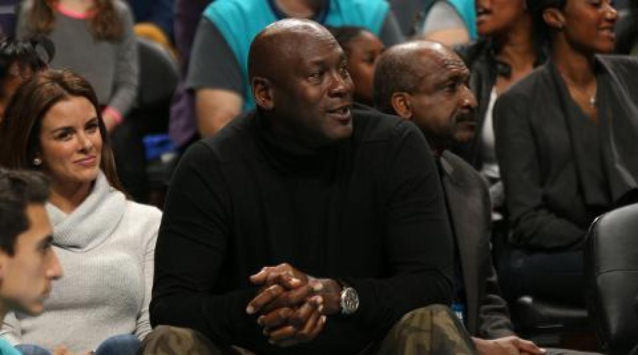 Michael Jordan pays tribute to Kobe Bryant with pregame video