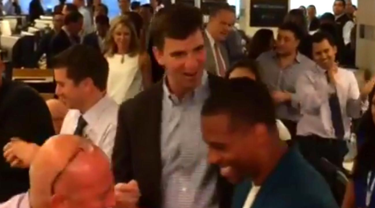Mustard Minute: Eli Manning dances the salsa poorly; still dances better than Tom Brady IMG