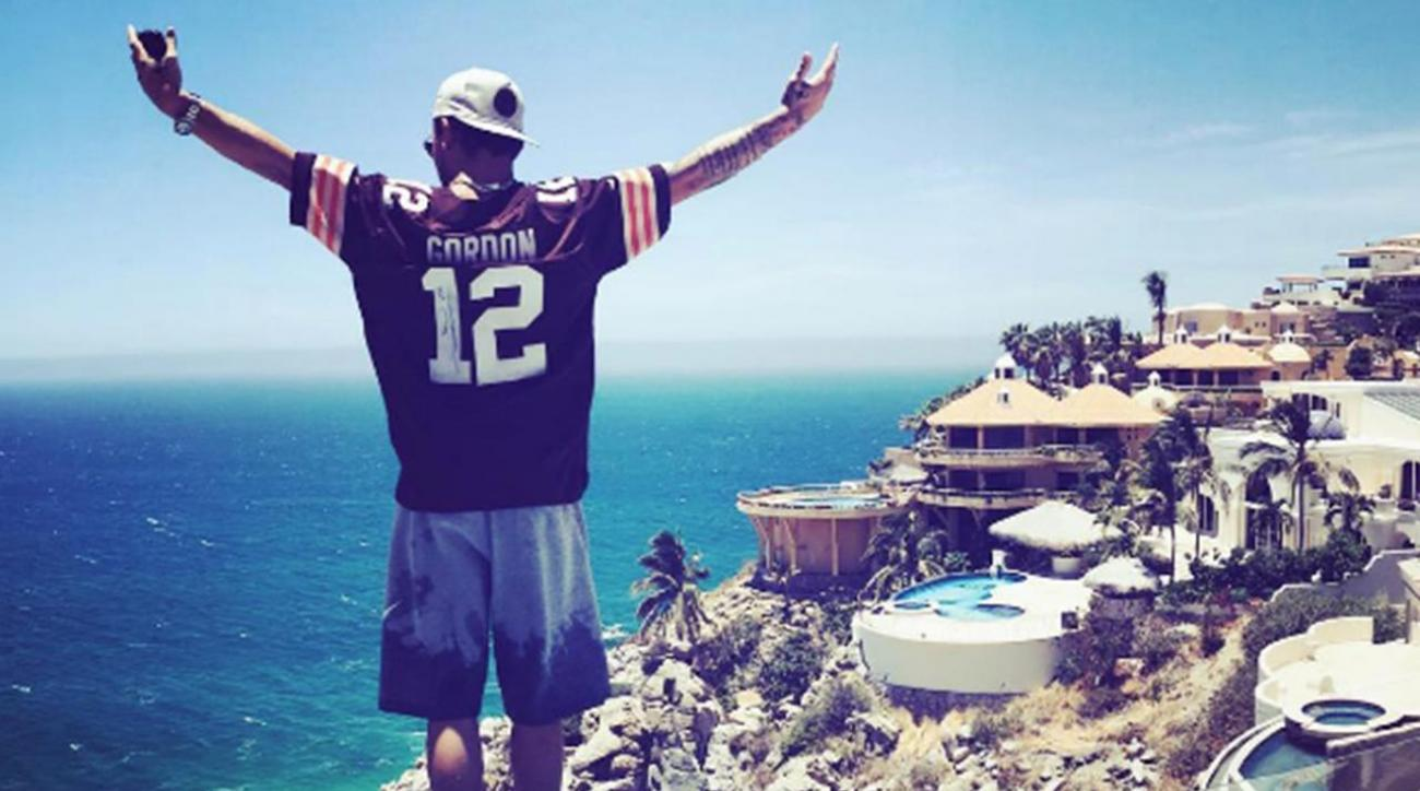Johnny Manziel sends message to father from Mexico