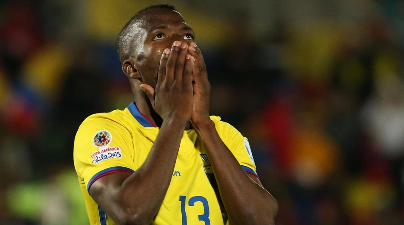 Enner Valencia fakes injury to avoid child support