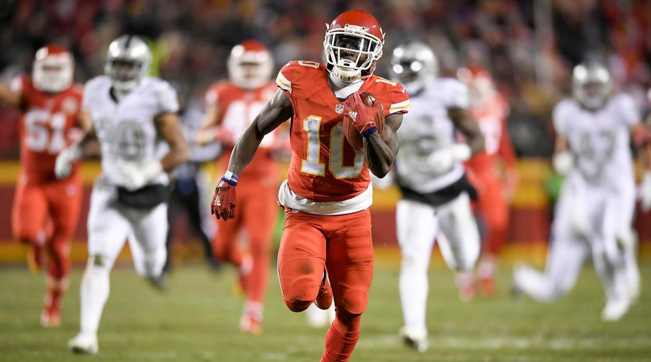 Chiefs make statement in 21-13 win over Raiders