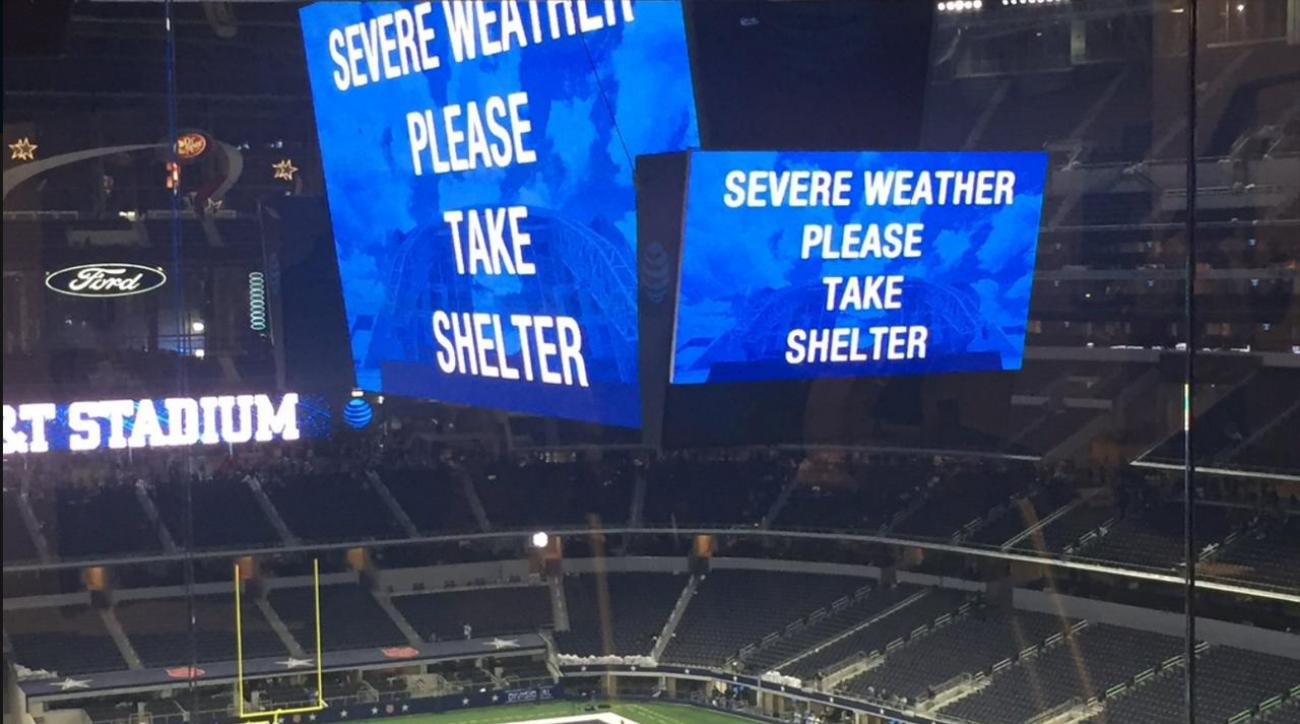 Players, fans told to take shelter in AT&T Stadium during storm