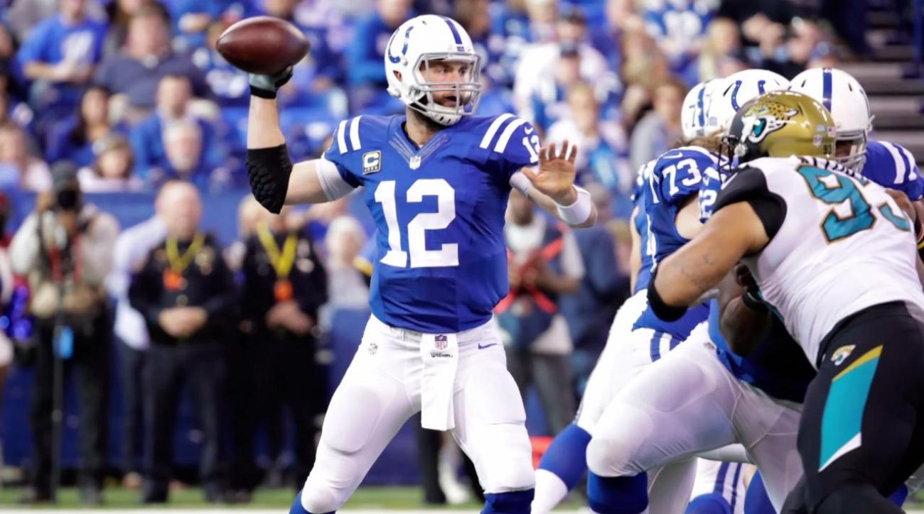 Colts quarterback Andrew Luck undergoes right shoulder surgery