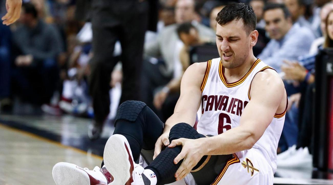 Andrew Bogut sustains fractured left tibia in Cavaliers debut