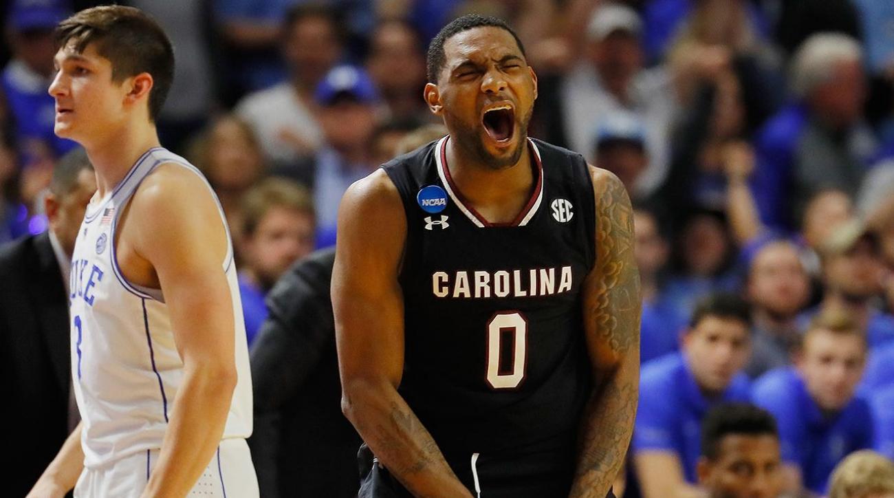 South Carolina stuns Duke to advance to Sweet 16