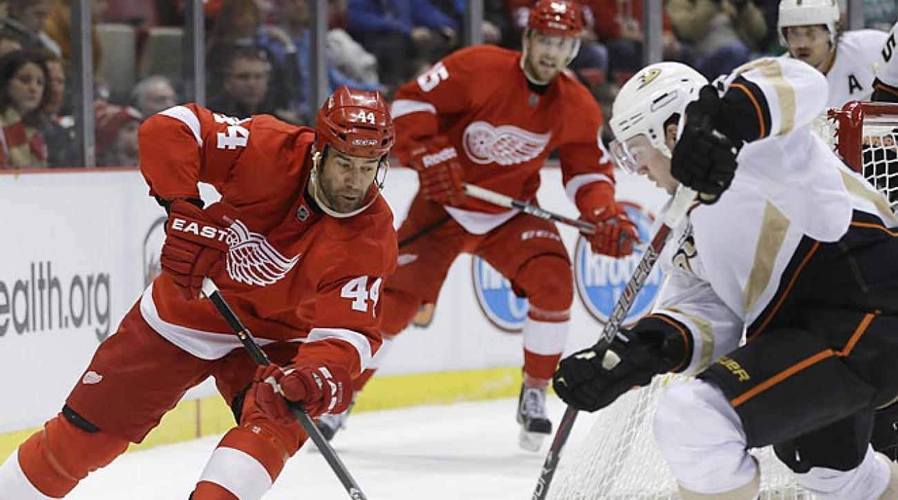 Ducks extend winning streak, defeat Red Wings in Detroit